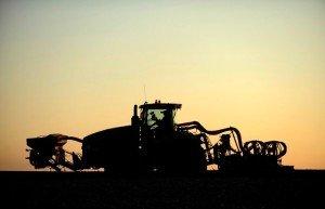 32 Philippe Montigny - Semis de blé avec tracteur à chenilles Challenger - 2012