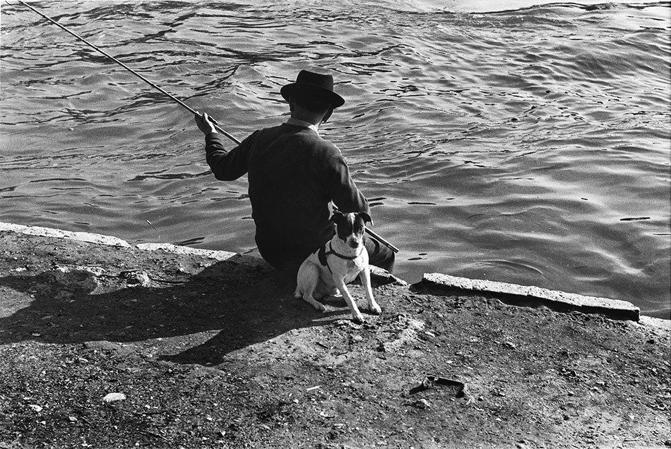 48 Edouard Boubat - Sur les quais, Paris - 1955
