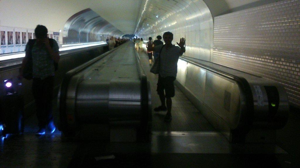 70 Moi en Tapis roulant du métro - photo perso de Naïs - 2015