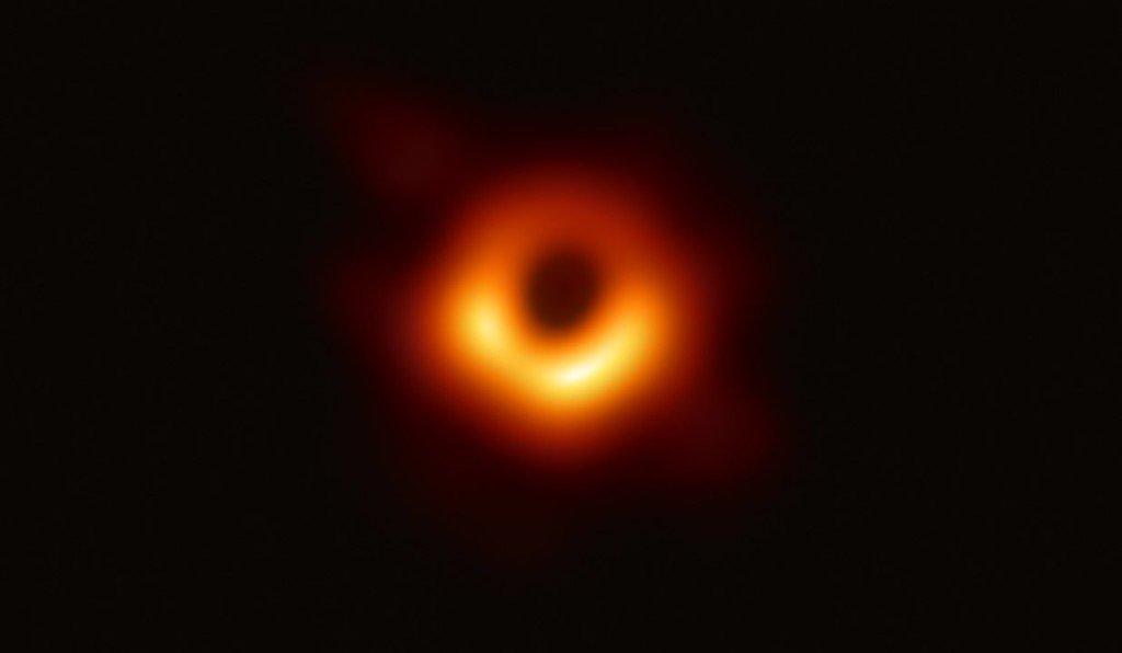 86 Trou noir Messier 87 et son disque d'accrétion - par l'équipe de l'Event Horizon Telescope - 2019
