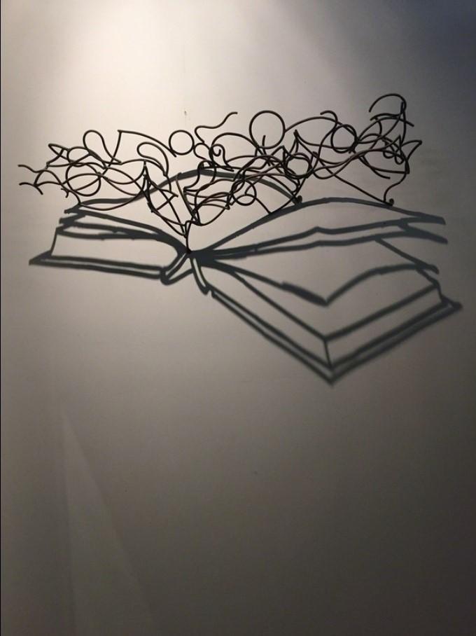 125 KAGAN Larry - Grand livre, acier et ombre projetée - 2004