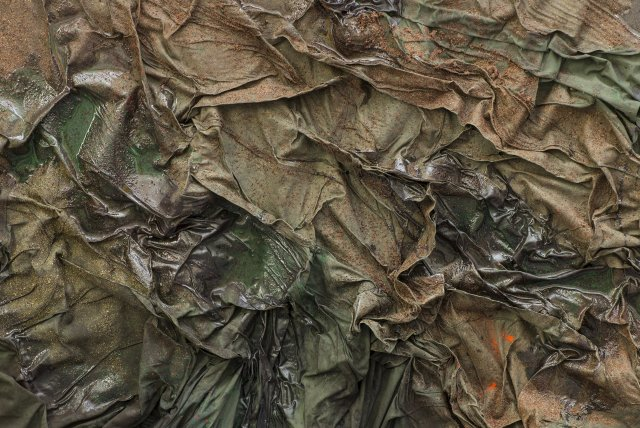 164 Position Latérale de Sécurité (exposition Bétonsalon) - Sans titre (détail), œuvre de Dala Nasser (sumac, menthe, charbon, latex liquide, habillage d'échafaudage, résine, 190 x 130 cm) - 2018